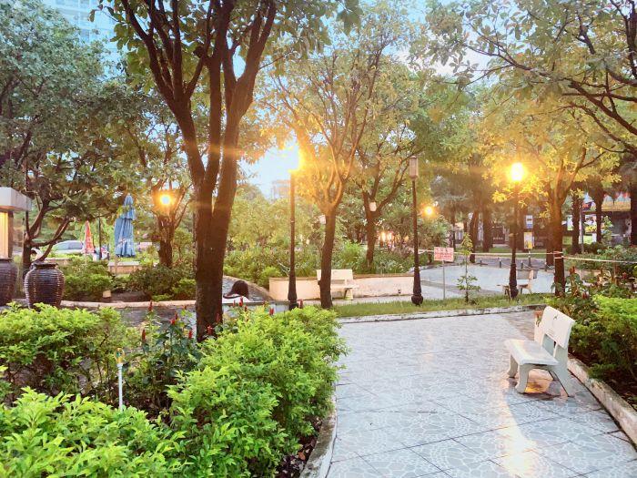 Phía trước của chung cư là công viên khu vui chơi rộng 800m