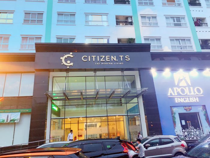 Chung cư citizen được thích kế sang trọng ở khối đế được lát gạch màu đen phía trên sơn tường trắng