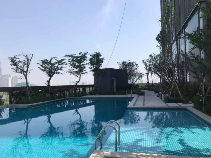 Hồ bơi căn hộ Empire city